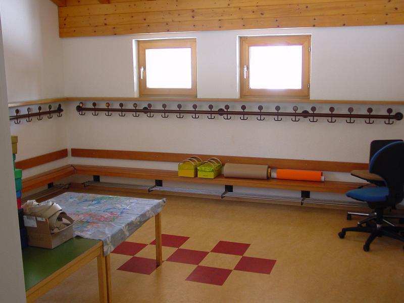 Mehrzweckhalle bilder kindergarten ochsenbuehl garderobe for Garderobe kindergarten